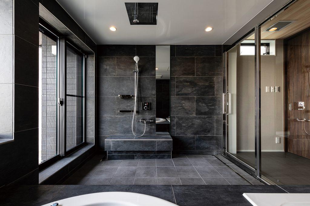 CASE-12 2 つの浴槽とヘッドシャワーを備えた豪華バスルーム